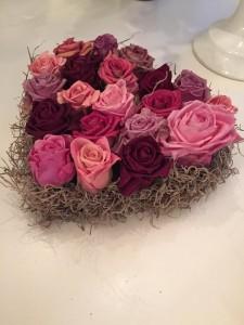 לב ורדים יבשים