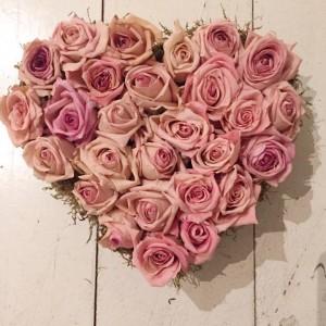 לב ורדים יבשים  ורוד (העתק)