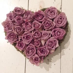 לב ורדים יבשים  ורוד בהיר